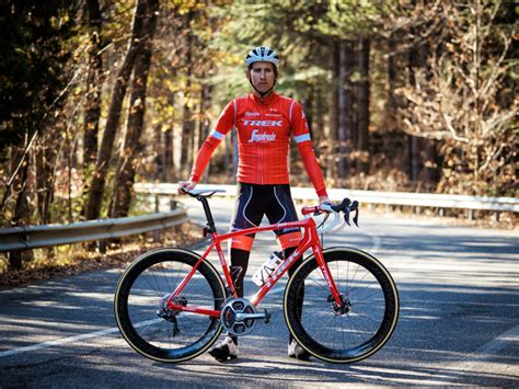Rating the 2018 UCI WorldTour team kits - Canadian Cycling