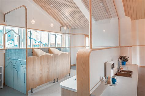 ArkA applies color and large open spaces for montessori